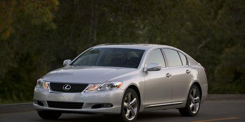 Tire, Wheel, Automotive mirror, Mode of transport, Daytime, Automotive design, Vehicle, Glass, Infrastructure, Transport,