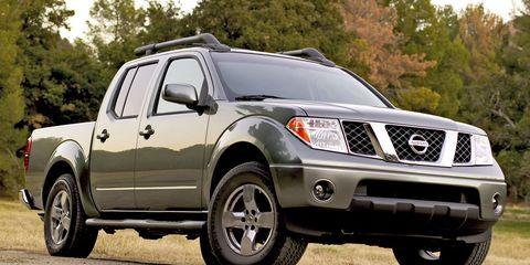 Tire, Wheel, Motor vehicle, Automotive tire, Vehicle, Natural environment, Land vehicle, Automotive exterior, Rim, Automotive lighting,