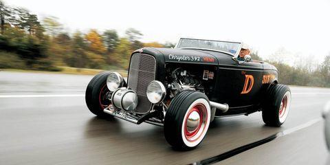 Motor vehicle, Tire, Wheel, Mode of transport, Automotive design, Automotive tire, Road, Transport, Vehicle, Automotive lighting,