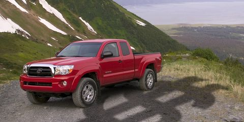 Tire, Motor vehicle, Wheel, Automotive tire, Automotive design, Vehicle, Natural environment, Pickup truck, Land vehicle, Rim,