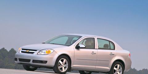 Tire, Wheel, Motor vehicle, Automotive mirror, Vehicle, Transport, Land vehicle, Automotive tire, Automotive lighting, Automotive design,