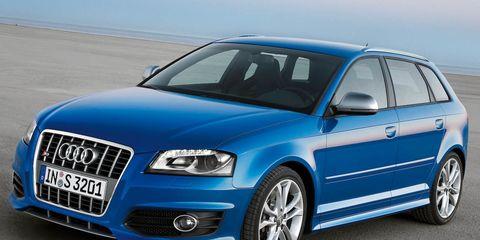 Tire, Motor vehicle, Wheel, Blue, Automotive design, Daytime, Vehicle, Transport, Automotive tire, Hood,