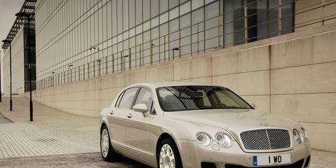 Wheel, Tire, Mode of transport, Vehicle, Automotive design, Land vehicle, Automotive parking light, Car, Rim, Grille,