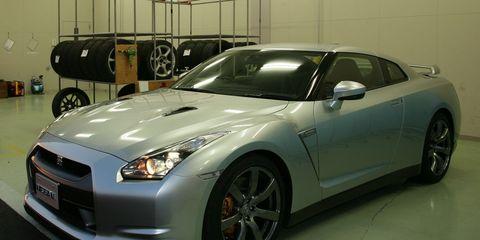 Tire, Wheel, Automotive design, Vehicle, Land vehicle, Car, Rim, Fender, Headlamp, Hood,