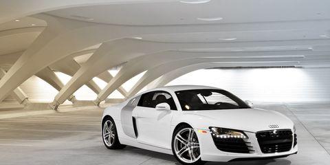 Tire, Automotive design, Vehicle, Land vehicle, Rim, Car, Alloy wheel, Automotive tire, Automotive mirror, Performance car,