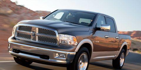 Tire, Wheel, Motor vehicle, Automotive tire, Vehicle, Land vehicle, Automotive design, Hood, Grille, Rim,