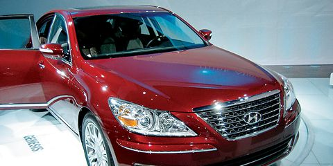 Automotive design, Vehicle, Automotive lighting, Land vehicle, Headlamp, Grille, Car, Automotive mirror, Glass, Alloy wheel,