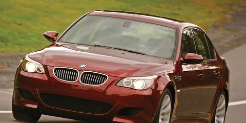 Motor vehicle, Tire, Mode of transport, Automotive mirror, Automotive design, Daytime, Vehicle, Vehicle registration plate, Automotive lighting, Glass,