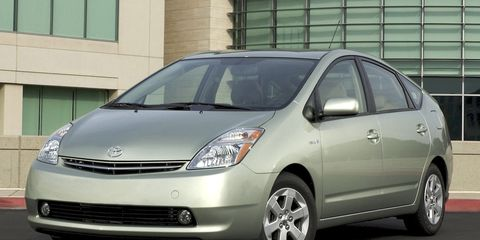 Tire, Motor vehicle, Wheel, Automotive mirror, Mode of transport, Automotive design, Daytime, Window, Transport, Vehicle,