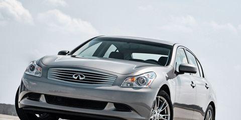 Tire, Wheel, Automotive design, Mode of transport, Automotive mirror, Daytime, Automotive tire, Vehicle, Rim, Grille,