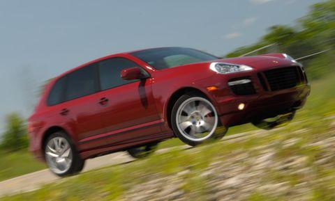 Tire, Wheel, Automotive design, Automotive tire, Vehicle, Land vehicle, Alloy wheel, Transport, Car, Rim,