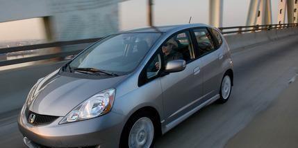 Motor vehicle, Automotive mirror, Wheel, Mode of transport, Automotive design, Vehicle, Transport, Glass, Land vehicle, Automotive lighting,