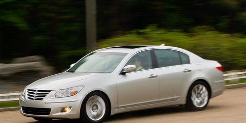 Tire, Wheel, Automotive design, Vehicle, Automotive mirror, Land vehicle, Car, Alloy wheel, Automotive lighting, Rim,