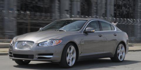 Tire, Wheel, Vehicle, Infrastructure, Rim, Car, Full-size car, Automotive lighting, Alloy wheel, Mid-size car,