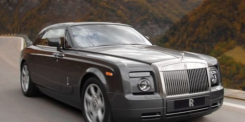 Tire, Automotive design, Vehicle, Transport, Car, Rim, Automotive tire, Rolls-royce, Fender, Hood,