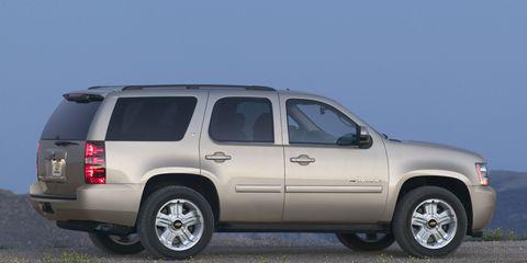 Tire, Wheel, Motor vehicle, Automotive tire, Window, Automotive exterior, Vehicle, Natural environment, Transport, Automotive mirror,