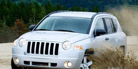 Motor vehicle, Tire, Mode of transport, Nature, Automotive design, Daytime, Vehicle, Natural environment, Automotive tire, Transport,