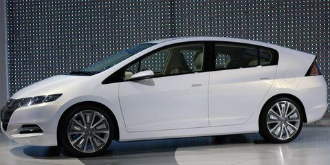 Wheel, Mode of transport, Automotive design, Vehicle, Automotive mirror, Transport, Land vehicle, Car, Glass, Vehicle door,