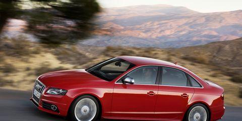 Tire, Wheel, Automotive design, Vehicle, Alloy wheel, Automotive mirror, Land vehicle, Rim, Car, Automotive tire,
