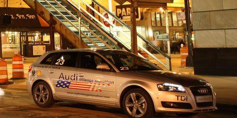 Tire, Wheel, Automotive design, Vehicle, Land vehicle, Automotive parking light, Car, Automotive lighting, Rim, Alloy wheel,