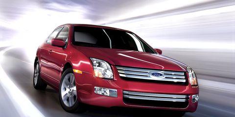 Tire, Motor vehicle, Automotive mirror, Wheel, Automotive design, Vehicle, Automotive lighting, Automotive tire, Land vehicle, Hood,