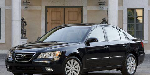 Tire, Wheel, Motor vehicle, Vehicle, Window, Automotive mirror, Land vehicle, Glass, Automotive parking light, Automotive lighting,