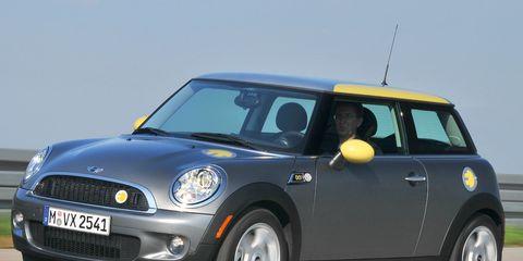 Motor vehicle, Automotive design, Mode of transport, Vehicle, Yellow, Land vehicle, Vehicle door, Automotive exterior, Car, Automotive mirror,