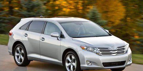 Motor vehicle, Automotive mirror, Tire, Wheel, Mode of transport, Daytime, Vehicle, Product, Glass, Land vehicle,