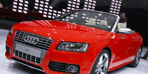 Tire, Wheel, Automotive design, Vehicle, Land vehicle, Grille, Car, Automotive lighting, Hood, Personal luxury car,