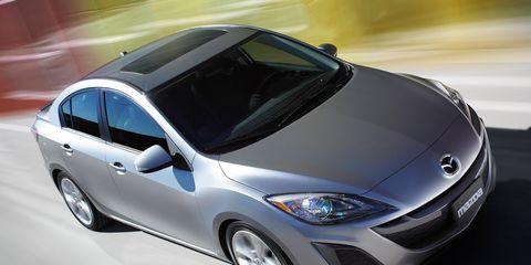 Tire, Motor vehicle, Wheel, Mode of transport, Automotive design, Vehicle, Transport, Automotive mirror, Headlamp, Automotive lighting,