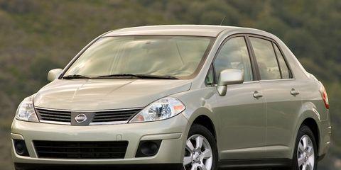 Tire, Wheel, Motor vehicle, Automotive mirror, Automotive design, Transport, Vehicle, Daytime, Land vehicle, Glass,