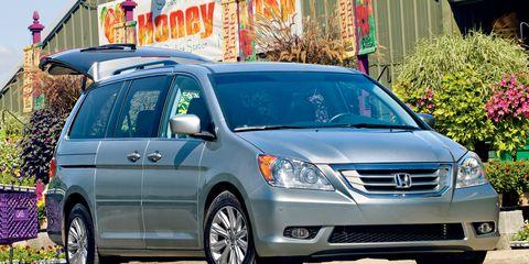 Motor vehicle, Wheel, Mode of transport, Daytime, Vehicle, Automotive mirror, Transport, Land vehicle, Glass, Car,