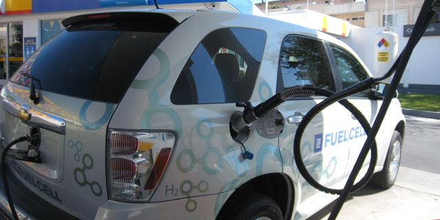 Pump It Up: We Refuel a Hydrogen Fuel-Cell Vehicle