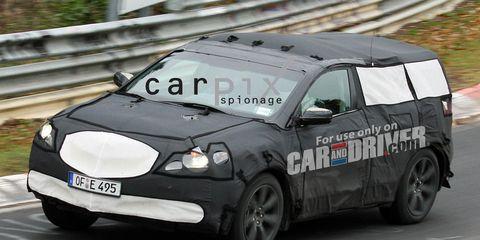 Tire, Wheel, Motor vehicle, Vehicle, Automotive design, Car, Motorsport, Automotive tire, Headlamp, Automotive lighting,