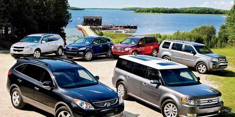 Wheel, Tire, Land vehicle, Vehicle, Automotive tire, Car, Automotive parking light, Rim, Automotive mirror, Alloy wheel,
