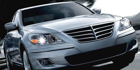 Motor vehicle, Automotive design, Vehicle, Automotive lighting, Land vehicle, Headlamp, Grille, Hood, Car, Automotive parking light,