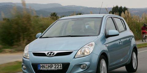 Motor vehicle, Tire, Automotive mirror, Mode of transport, Automotive design, Daytime, Glass, Transport, Vehicle, Headlamp,