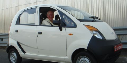 Tire, Motor vehicle, Wheel, Mode of transport, Automotive design, Automotive tire, Vehicle, Automotive wheel system, Automotive mirror, Vehicle door,