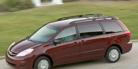 2010 toyota sienna towing weight