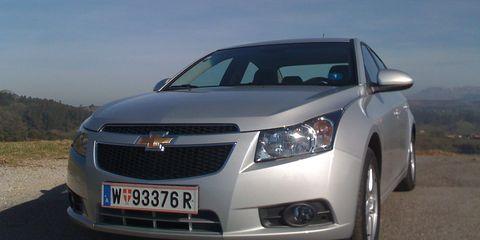 Motor vehicle, Mode of transport, Daytime, Vehicle, Automotive lighting, Transport, Land vehicle, Headlamp, Infrastructure, Automotive exterior,