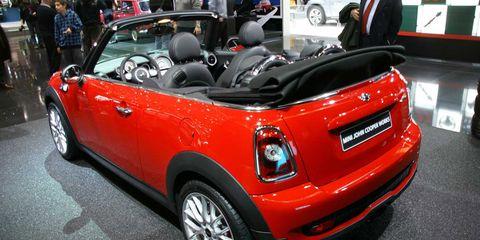 Motor vehicle, Tire, Automotive design, Vehicle, Car, Automotive exterior, Vehicle door, Fender, Vehicle registration plate, Alloy wheel,