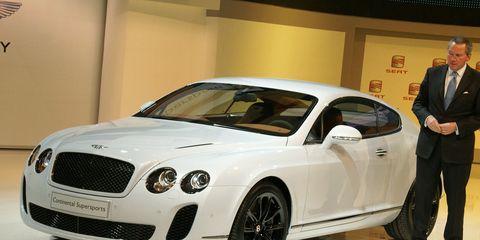 Tire, Automotive design, Vehicle, Land vehicle, Car, Grille, Automotive lighting, Coat, Bentley, Fender,