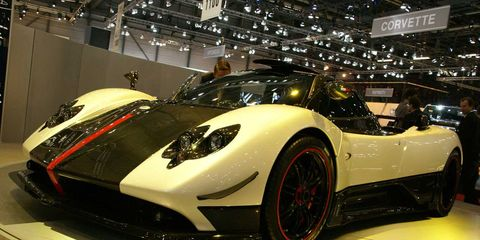 Automotive design, Vehicle, Event, Headlamp, Performance car, Supercar, Car, Sports car, Automotive lighting, Auto show,