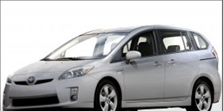 Motor vehicle, Tire, Wheel, Automotive mirror, Mode of transport, Transport, Automotive design, Daytime, Vehicle, Glass,