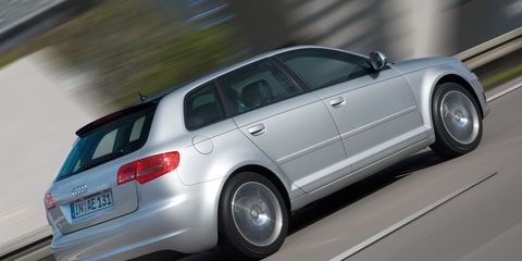 Tire, Wheel, Mode of transport, Automotive design, Automotive tire, Vehicle, Alloy wheel, Vehicle registration plate, Automotive exterior, Rim,