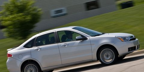 Tire, Wheel, Vehicle, Land vehicle, Automotive tire, Alloy wheel, Rim, Car, Automotive wheel system, Full-size car,