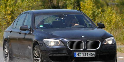 Mode of transport, Vehicle, Automotive design, Land vehicle, Grille, Car, Vehicle registration plate, Hood, Rim, Personal luxury car,