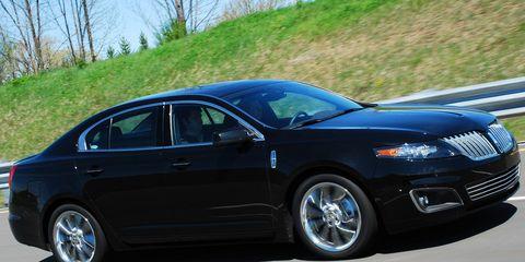 Tire, Wheel, Vehicle, Automotive tire, Alloy wheel, Automotive design, Transport, Rim, Car, Full-size car,