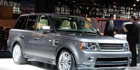 Tire, Wheel, Automotive design, Vehicle, Land vehicle, Automotive tire, Car, Headlamp, Rim, Automotive lighting,