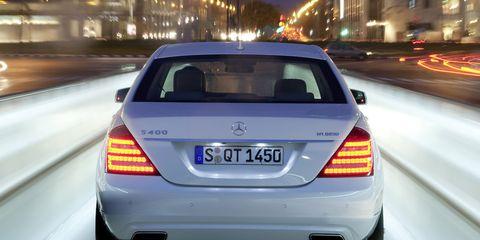 Motor vehicle, Mode of transport, Automotive design, Automotive lighting, Vehicle, Automotive tail & brake light, Automotive exterior, Land vehicle, Mercedes-benz, Car,